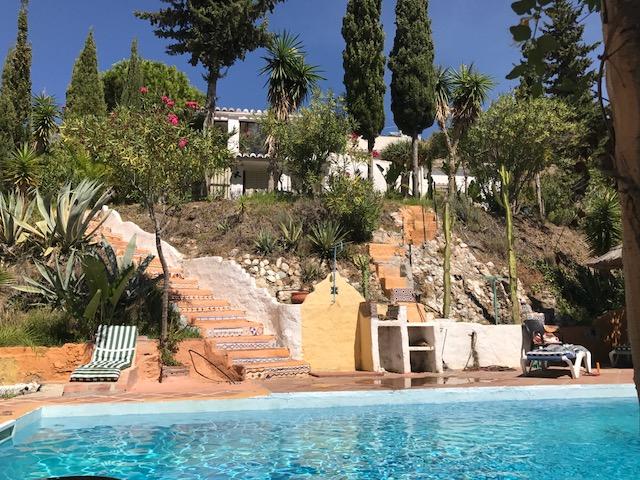 Fuente aanzicht vanaf zwembad